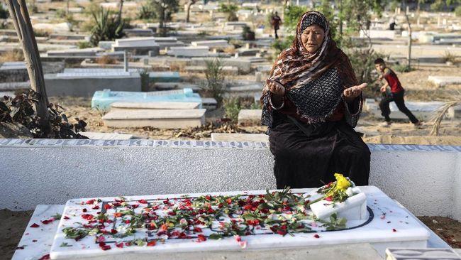 Serangan udara Israel di sebuah rumah di Gaza pada Sabtu (15/5) pagi menewaskan setidaknya tujuh orang Palestina.