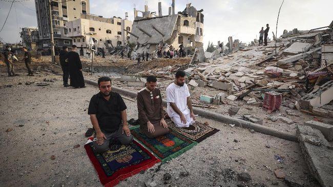 Israel dituding sebagai teroris dan melakukan genosida karena membunuh dan menyerang wanita dan anak-anak Palestina.