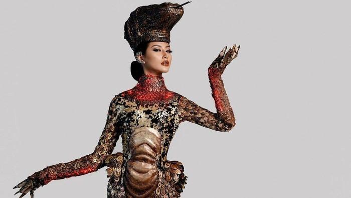 Penampilan Ayu Maulida Kenakan Kostum Komodo Dragon di Miss Universe 2020