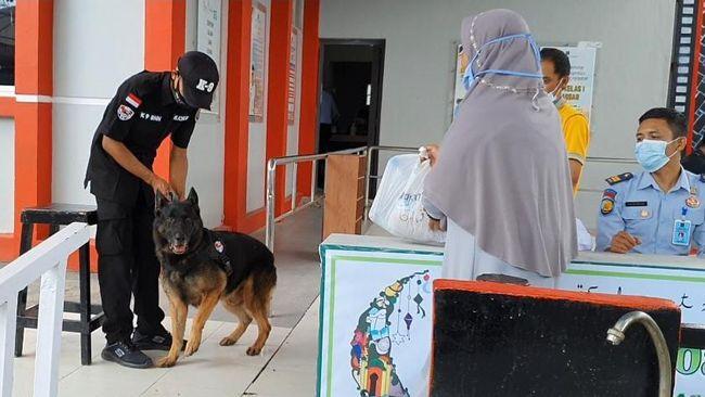 Rutan Makassar menempatkan dua ekor anjing pelacak untuk mencegah masuknya narkoba di tengah kenaikan penitipan barang keluarga binaan.