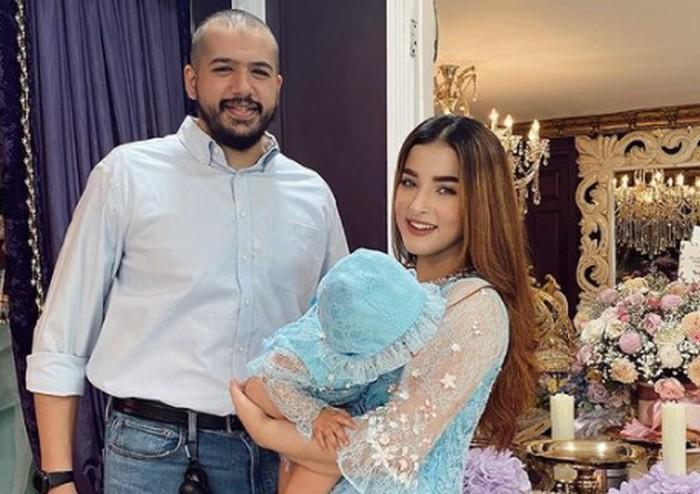 Lebaran pertama bersama si ayang (putrinya), keluarga Tasya Farasya kompak pakai baju senada / foto: instagram.com/tasyafarasya