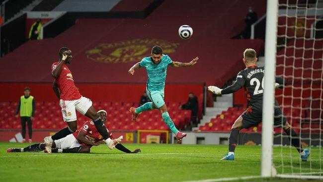 Liverpool mendekat ke posisi empat besar di Klasemen Liga Inggris usai menang 4-2 atas Manchester United di Stadion Old Trafford.