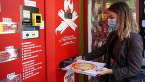 Nyinyir Warga Roma Melihat 'Vending Machine' Pizza