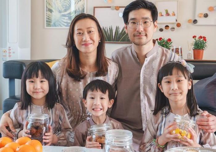 Meskipun rindu suasana lebaran di Bandung, Kimbab Family tetap rayakan Lebaran dengan kue-kue khas Indonesia di Korea / foto: instagram.com/ginasselvina
