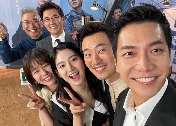Potret kebersamaan cast drama Mouse di backstage Baeksang Arts Award 2021, bikin netizen galau mengingat drama ini sebentar lagi tamat / foto: instagram.com/lee.hee.jun