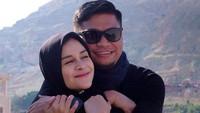 <p>Priska dan suaminya, Bupati Gowa selalu terlihat harmonis nan romantis di galeri fotonya, di Instagram. Priska juga setia mendampingi suami ketika ada agenda ke lapangan. (Foto: Instagram @priskaparamita)</p>