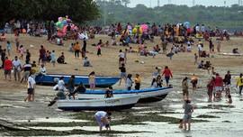 Pemda Buka Tutup Kunjungan Imbas Kerumunan di Pangandaran