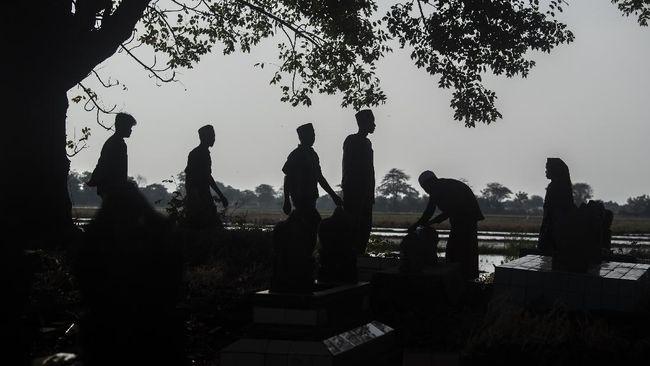 Ketua Bamus Betawi menyatakan larangan ziarah kubur harus dihormati karena saat ini Jakarta masih dalam kondisi darurat pandemi.