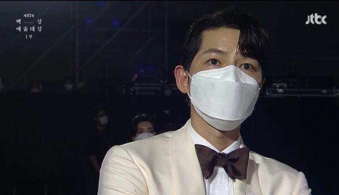 Visual Song Joong Ki yang belum bisa lepas dari tokoh Vincenzo-nya buat penonton gagal move on / foto: tiktok.com/baeksang.official