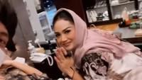 <p>Istri Atta Halilintar itu harus bedrest di tengah kehamilan mudanya, Bunda. (Foto: Instagram @attahalilintar)</p>