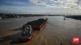 Sepanjang 750 km, Sungai Musi membelah Kota Palembang menjadi dua bagian. Jembatan Ampera melintas di atas sungai ini.