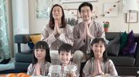 <p>Meski tak bisa mudik, Mama Gina, Appa Jay, dan ketiga anaknya, melepas kangen dengan keluarga tercinta di Indonesia lewat video call. (Foto:Instagram Kimbab Family)</p>