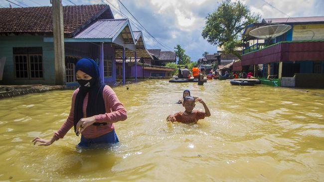 BNPB menyebut banjir di Berau, Kalimantan Timur, disebabkan oleh hujan dengan intensitas tinggi. Masyarakat diminta waspada jika kembali hujan.