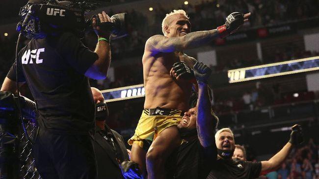 Charles Oliveira jadi raja baru kelas ringan UFC. Berikut hal-hal menarik yang membuat Oliveira bisa jadi magnet baru UFC.