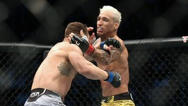Hasil UFC 262: Oliveira Menang TKO Atas Chandler