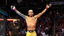 FOTO: TKO Bersejarah Oliveira, Raja UFC Pengganti Khabib