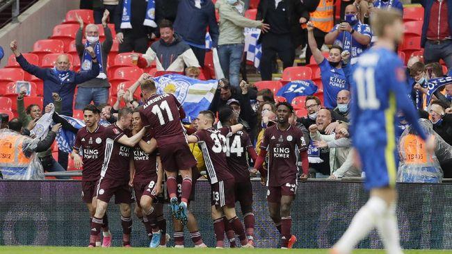 Leicester City berhasil menyabet gelar juara Piala FA usai membungkam Chelsea 1-0 di Stadion Wembley, Sabtu (15/5).
