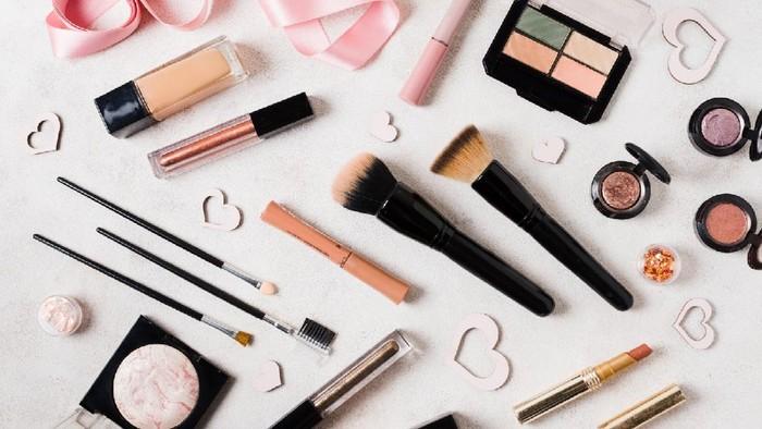 3 Bahaya Buat Kamu Malas Mencuci Spons dan Brush Makeup