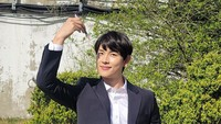<p>Im Si Wan adalah personil boyband ZE:A yang debut pada 2010 dengan single Mazeltov. Im Si Wan terjun ke dunia akting lewat drama Korea <em>Prosecutor Princess</em> di 2010. Setahun kemudian, ia memulai debut di layar lebar dengan bermain di film <em>Ronin Pop</em>. (Foto: Instagram: @yim_siwang)</p>