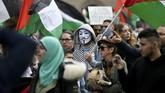 Warga dan pendukung Palestina di seluruh penjuru dunia turun ke jalan mengecam Israel atas serangan di Jalur Gaza yang menewaskan banyak korban sipil.