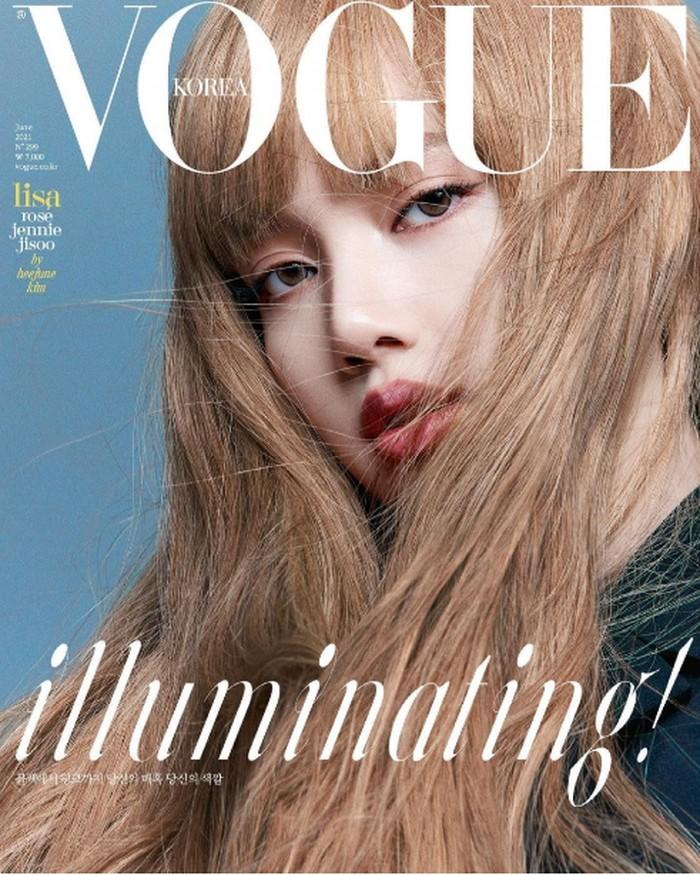 Lisa hanya terlihat menguarai rambutnya yang berwarna matt gold, namun walau hanya terlihat wajah saja itu tidak menutupi kecantikan perempuan bernama asli Lalisa Manoban tersebut (foto: Instagram.com/@voguekorea)