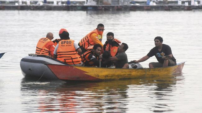 Pencarian korban kapal terbalik di Waduk Kedungombo dihentikan usai seluruh korbannya ditemukan.