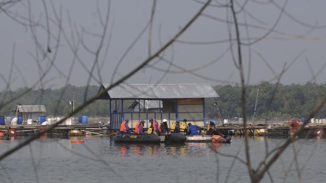 FOTO: Pencarian Korban Perahu Tenggelam di Waduk Kedung Ombo
