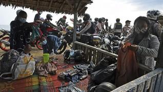 FOTO: Kerumunan Anyer Berujung Penutupan Tempat Wisata Banten