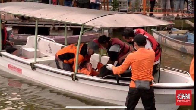 Insiden tenggelamnya perahu wisata di Waduk Kedung Ombo Boyolali, Jawa Tengah membuat 9 dari 19 orang penumpang tewas.