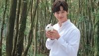 <p>Yook Sungjae adalah maknae atau member termuda dari grup BtoB. Idol yang berada di bawah naungan Cube Entertainment itu telah memulai debutnya di drama Korea <em>The Heirs</em> pada 2013 silam. Saat ini Sungjae tengah menempuh program wajib militer. Drama terakhirnya sebelum wamil adalah <em>Mystic Pop-up Bar</em> di 2020. (Foto: Instagram: @yook_can_do_it)</p>