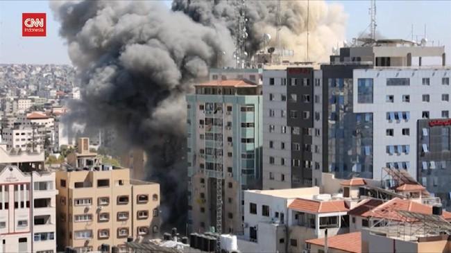 VIDEO: Momen Gedung Kantor Berita di Gaza Luluh Lantak