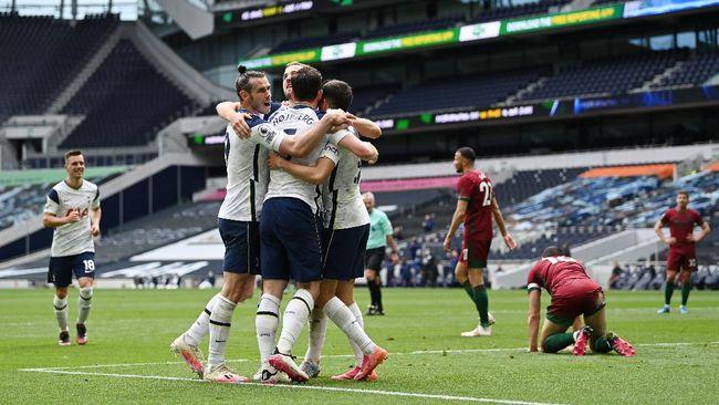 Tottenham Hotspur sukses mengalahkan Wolverhampton Wanderers 2-0 pada lanjutan Liga Inggris di Stadion Tottenham, Minggu (16/5).