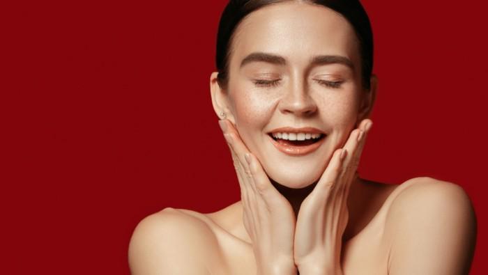 Manfaat Essence untuk Wajah, Bikin Kulit Makin Glowing dan Fresh!