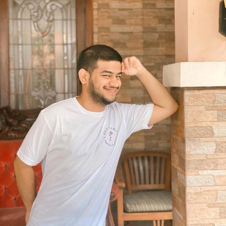 Fadil Jaidi mendukung Palestina dengan cara galang dana dan berhasil mengumpulkan Rp 6 Miliar. Yuk kita tengok potret Fadil!