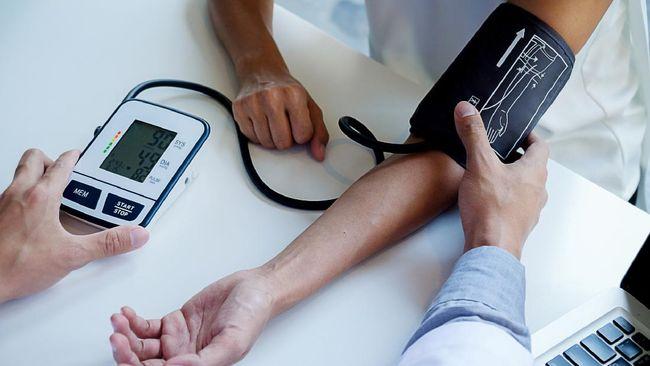 Jika dilakukan dengan benar, pengukuran tekanan darah di rumah akan memberikan hasil yang lebih akurat. Berikut caranya yang tepat.