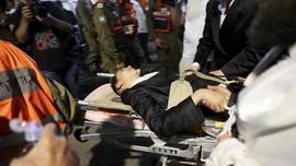 FOTO: Bertaruh Nyawa kala Tribun Sinagoga Israel Runtuh