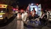 Setidaknya dua orang tewas dan ratusan lainnya terluka ketika tribun tempat duduk di sebuah sinagoga Yahudi di Israel runtuh pada Minggu (16/5).
