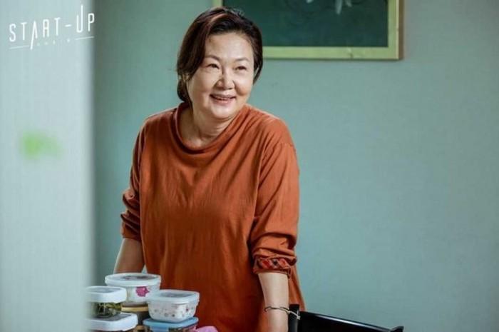 Kim Hae Sook, salah satu pemeran ibu yang wajahnya selalu wara-wiri di banyak judul drama Korea. Ia juga pintar membuat penonton hanyut dalam emosi berkat aktingnya / foto: instagram.com/tvndrama.official