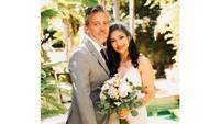 <p>Rahma Azhari melepas status single parent usai menikah dengan aktor Hollywood, Paris Chong. Mereka menggelar resepsi sederhana di Amerika pada 2019 lalu. (Foto: Instagram: @raazharita)</p>
