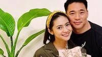 <p>Meski LDR, hubungan Rini Yulianti dan Michael Andrew Ha tetap langgeng tanpa diterpa berita miring, Bunda. (Foto: Instagram @riniyulianti)</p>