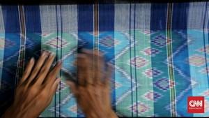 FOTO: Untaian Tenun Tajung khas Palembang yang Memikat