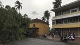Belum selesai dihantam tsunami Covid-19, kini India diterjang topan mematikan yang sudah menewaskan enam orang sejak pekan lalu.