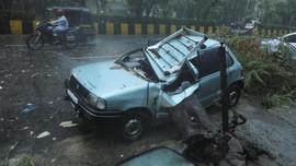 FOTO: India Porak-poranda Diterjang Topan dan Tsunami Covid
