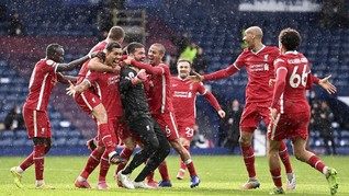 FOTO: Sundulan Ajaib Alisson Bawa Liverpool Menang Dramatis