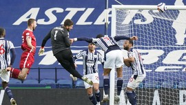 Hasil Liga Inggris: Sundulan Alisson Bawa Liverpool Menang