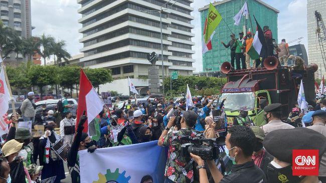 Tiga warga negara asing (WNA) ditangkap polisi saat aksi solidaritas untuk Palestina di Jakarta, Selasa (18/5).