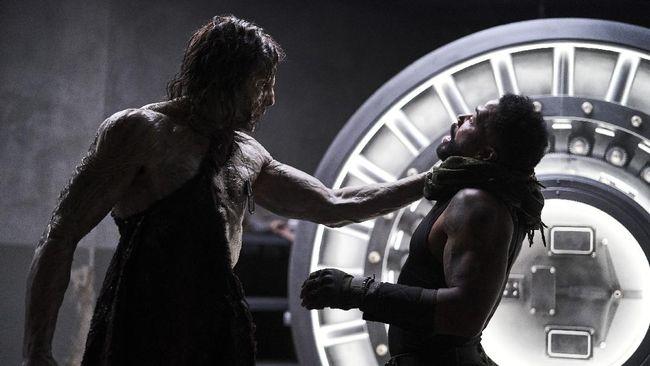 Sutradara Zack Snyder kembali hadir dengan film bertemakan zombie berjudul Army of the Dead. Sinopsis Army of the Dead dimulai dengan merebaknya wabah zombie.