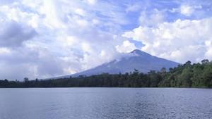 5 Gunung di Indonesia yang Masih Jarang Didaki
