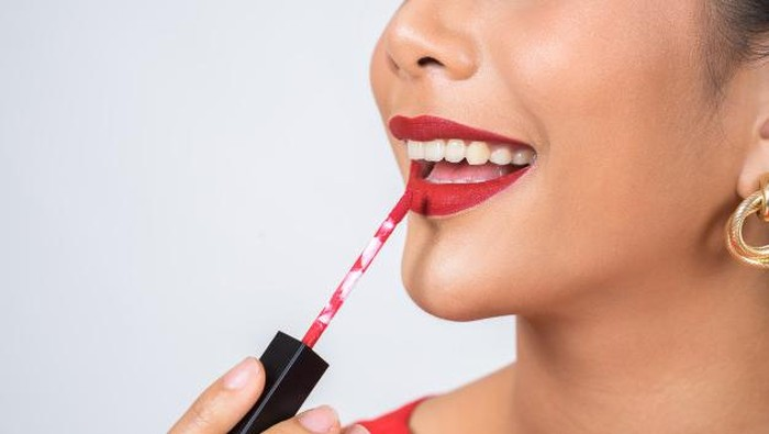 3 Rekomendasi Pewarna Bibir Tahan Lama
