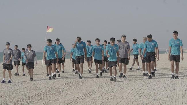 Tiba di Dubai, Timnas Indonesia Latihan Santai di Tepi Pantai